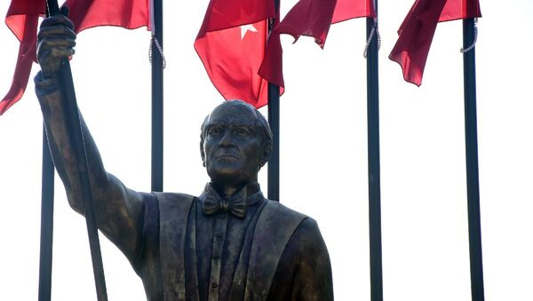 İzmir'deki Atatürk heykeli - Sputnik Türkiye