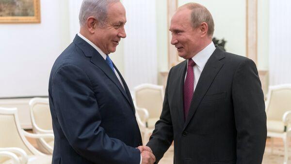July 11, 2018. Russian President Vladimir Putin and Israeli Prime Minister Benjamin Netanyahu, left, during their meeting - Sputnik Türkiye