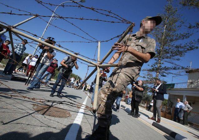 Kuzey Kıbrıs'ta açılan sınır kapıları