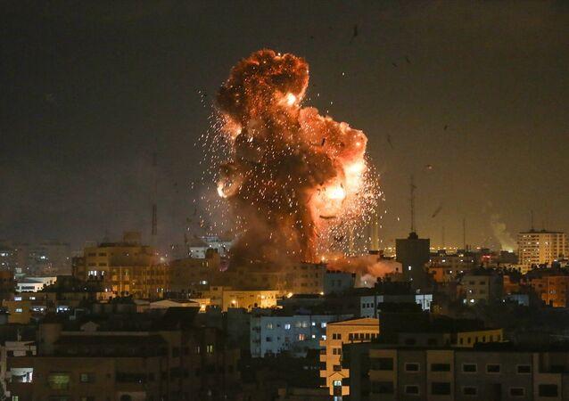 İsrail, Gazze'deki El Aksa televizyonunu vurdu