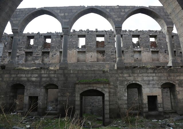 Diyarbakır'ın tarihi Sur İlçesi'nde bulunan 'Surp Sarkis'