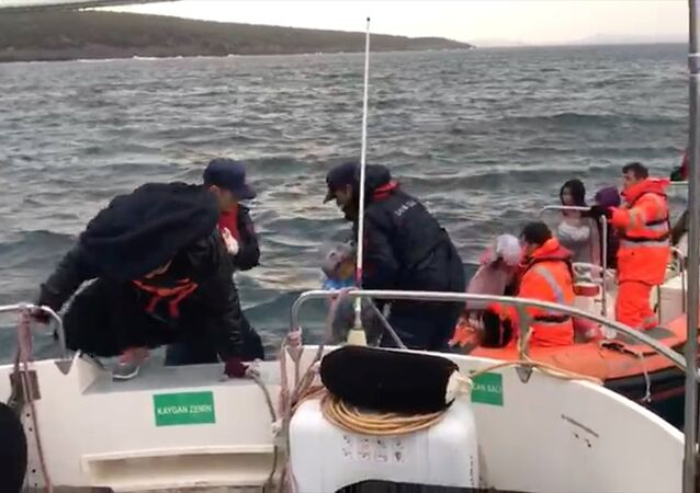 Yumurta Ada'da mahsur kalan göçmenler için operasyon