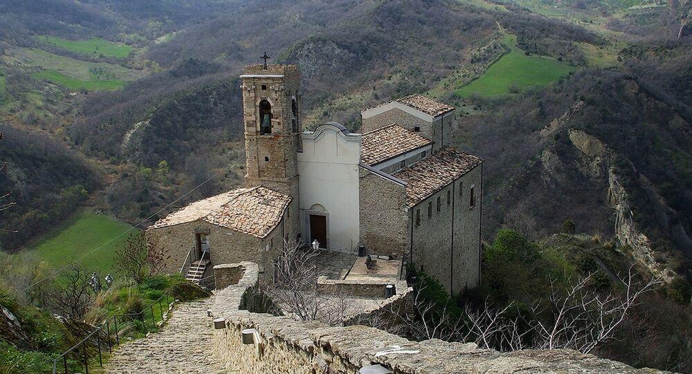 İtalya'daki kale turistlere kiralanacak - Roccascalegna