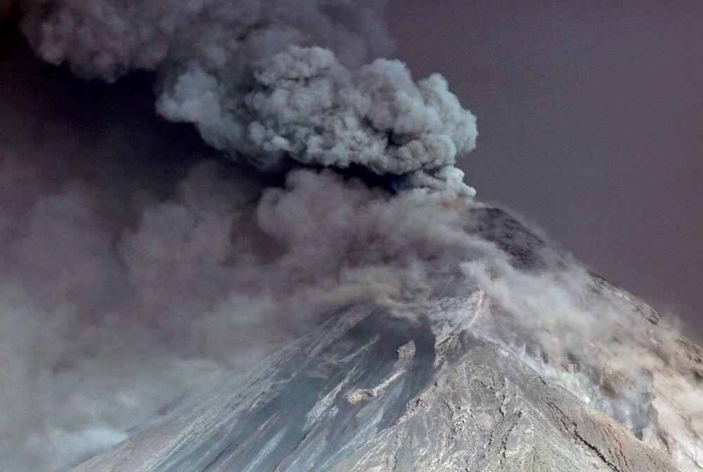 Guatemala'da Fuego Yanardağı'nın civarındaki 3 bin 925 kişinin tahliye edildi