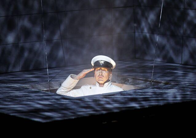 Yevgeniy Mironov'un katılımıyla Uluslar Tiyatrosu'nun 'Hamlet | Kolaj' oyunu