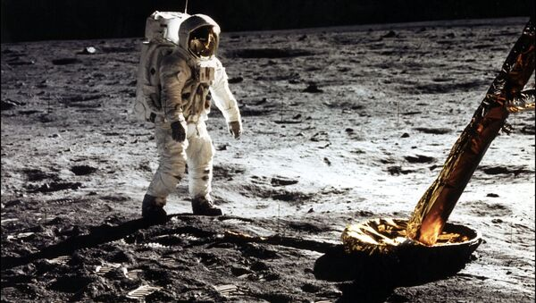 This photo taken 20 July 1969 of astronaut Edwin Buzz E. Aldrin Jr., lunar module pilot walking on the surface of the moon near the leg of the Lunar Module (ML) Eagle during the Apollo 11 extravehicular activity (EVA). Astronaut Neil A. Armstrong took this photograph with a 70mm lunar surface camera. - Sputnik Türkiye