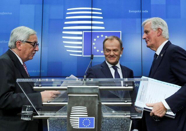 AB Konseyi Başkanı Donald Tusk, AB Komisyonu Başkanı Jean-Claude Juncker ve AB Komisyonu Brexit Başmüzakerecisi Michel Barnier