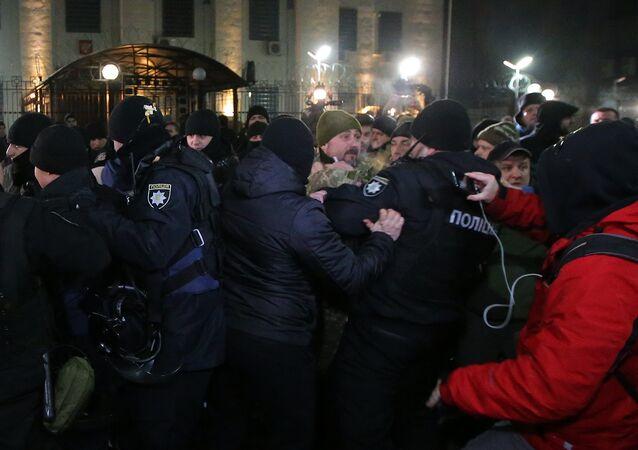 Ukraynalı radikallerin fişekli saldırı gerçekleştirdiği Rusya Kiev Büyükelçiliği