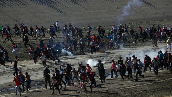 ABD sınırını geçmeye çalışan göçmenler - Sputnik Türkiye