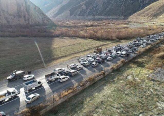 AK Parti'nin Hakkari adayına 300 araçlık konvoyla karşılama
