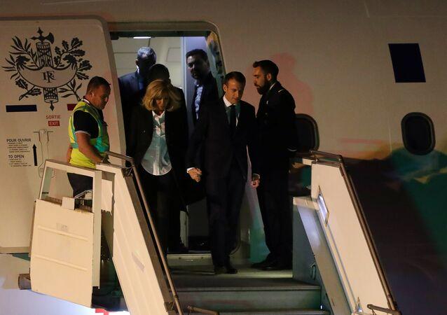 Macron'u Arjantin'de 'sarı yelekli' havalimanı görevlisi karşıladı