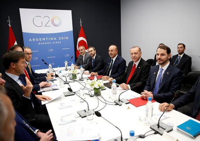 Türkiye Cumhurbaşkanı Recep Tayyip Erdoğan, Hollanda Başbakanı Mark Rutte ile bir araya geldi.