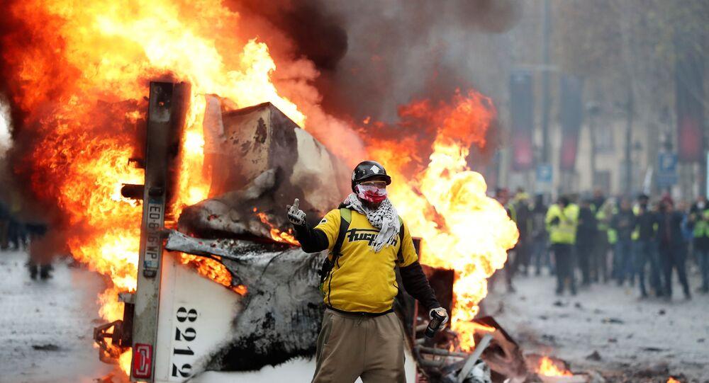 Fransa'da Sarı Yelekler protestosu