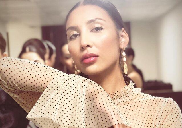 Kazakistan'ın başkenti Astana'nın Gençlik Meclisi vekili Dinagül Tasova'nın üst kısmı şeffaf kıyafeti hararetli tartışmalara yol açtı.