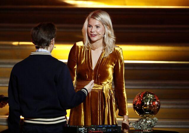 Ballon D'or ödülünü kazanan kadın futbolcusuya tepki çeken espri: Twerk Yapar mısın?