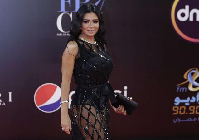 Mısırlı sanatçının kırmızı halıda giydiği kıyafet nedeniyle açılan dava düştü  - Rania Yusuf