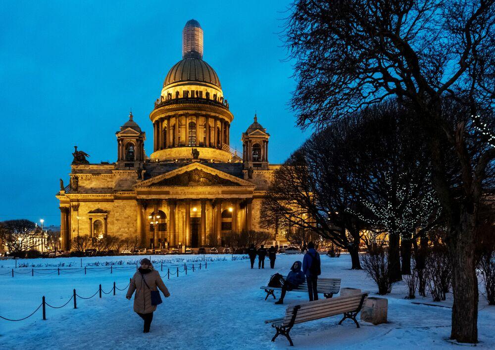 St. Petersburg'un kış manzaraları