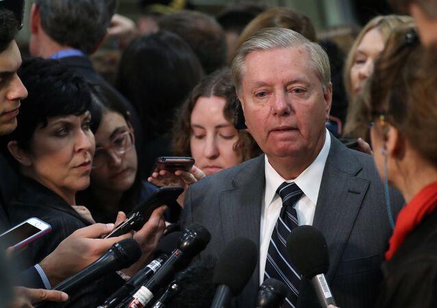 Senatör Graham, Haspel'in sınırlı sayıda senatörle bir araya geldiği kapalı oturumun ardından basın mensuplarına açıklamalarda bulundu.