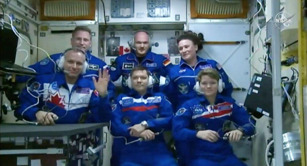 ABD'li astronot Anne McClain, Kanadalı David Saint-Jacques ve Rus kozmonot Oleg Konenenko'dan oluşan astronot ekibini taşıyan Rus yapımı Suyoz mekiği Uluslararası Uzay İstasyonu'na (ISS) ulaştı.