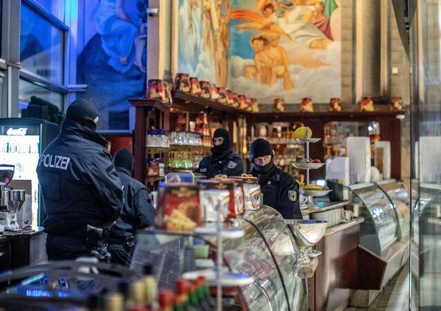 Kalabriya merkezli 'Ndrangheta'ya karşı Avrupa çapındaki 'Pollino' operasyonunun Almanya ayağında, Duisburg kentindeki bir İtalyan işletmesi de basıldı.