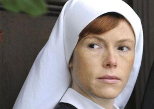 Yol kenarında soyunan 'Rahibe Jenny'e para cezası -  Antje Mönning