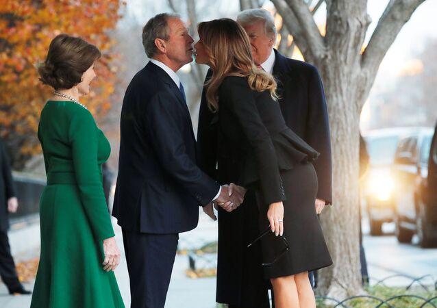 George H.W. Bush için Washington'da düzenlenen cenaze töreni öncesi Donald-Melania Trump'tan George W.-Laura Bush'a ziyaret