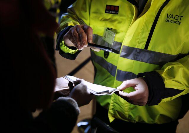 Danimarka kadın mültecinin 28 bin lirasına el koydu