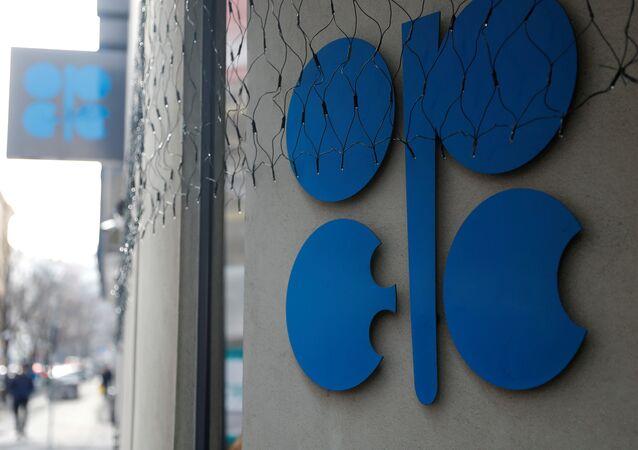 OPEC günlük petrol üretimini kısma kararı aldı