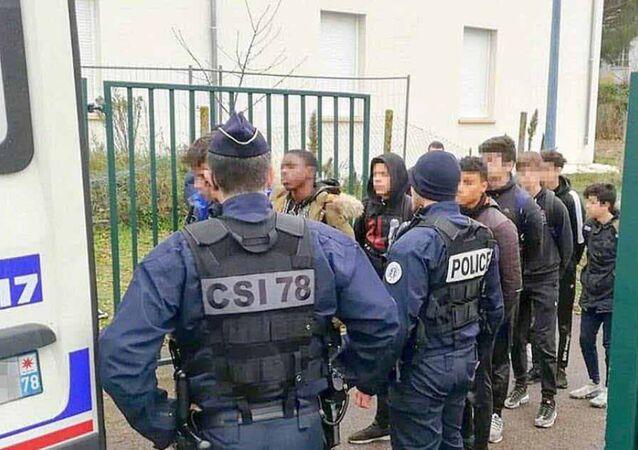 Fransa'da gözaltına alınan liseliler