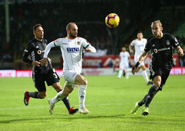 Spor Toto Süper Lig'in 15. haftasında, Alanyaspor-Beşiktaş arasında oynanan maç