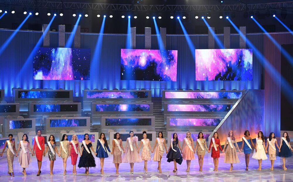 Yarışmaya 118 ülkeden yaşları 18 ilâ 26 arasında olan genç kadınlar katıldı.