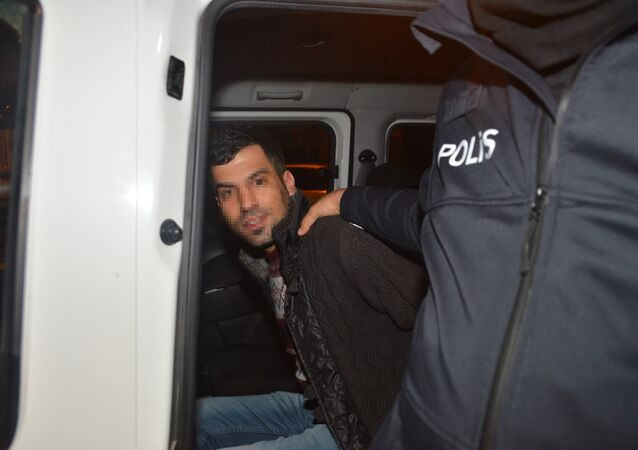 Çalıntı otomobille 10 kilometre kaçtı, yakalanınca 'Sahibine götürüyordum' dedi