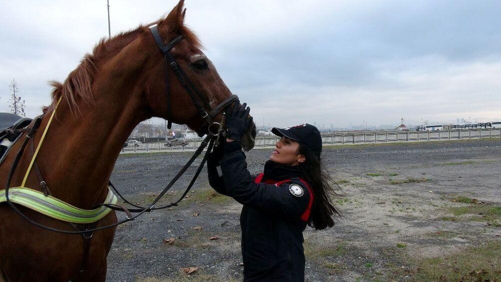 kadın atlı polis