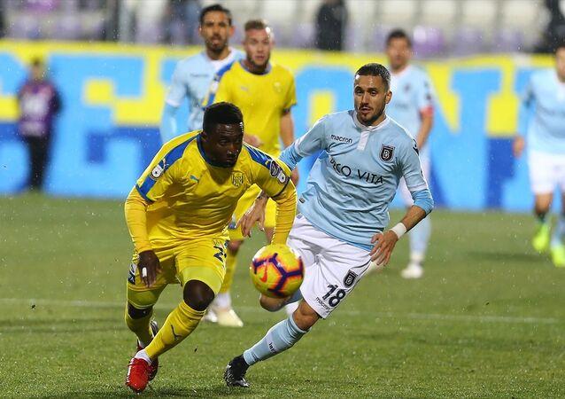 MKE Ankaragücü ile Medipol Başakşehir arasında oynanan maç