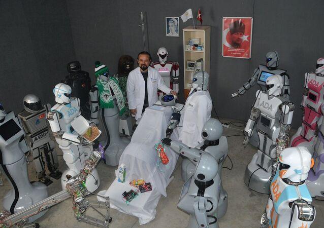 Robot Mini Ada'ya 'arkadaşlarından' ziyaret