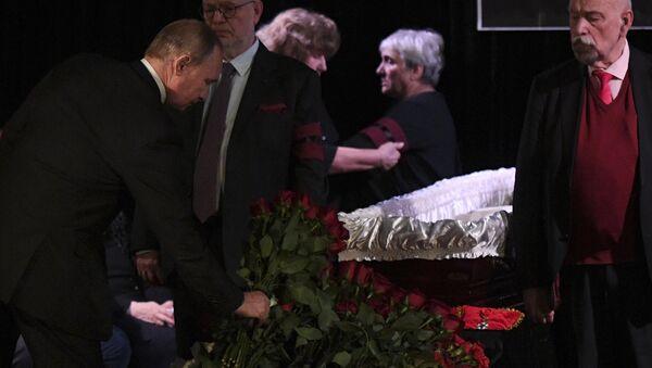 Rusya Devlet Başkanı Vladimir Putin,  Lyudmila Alekseyeva'nın cenaze töreninde - Sputnik Türkiye