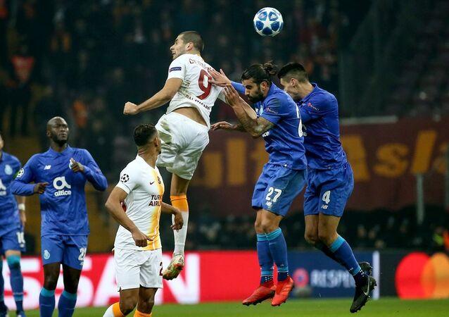 Şampiyonlar Ligi'nde Porto'ya 3-2 yenilen Galatasaray, grubu 3. sırada tamamlayarak UEFA Avrupa Ligi'ne kaldı