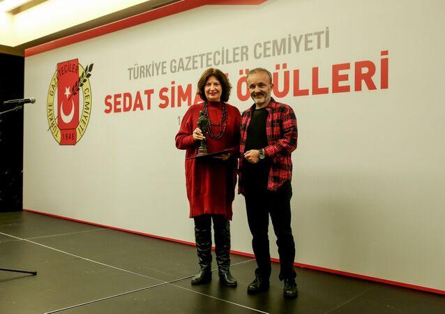 RS FM'de yayınlanan Yavuz Oğhan'dan Bidebunudinle programı, Türkiye'nin en prestijli gazetecilik ödülüne layık görüldü.