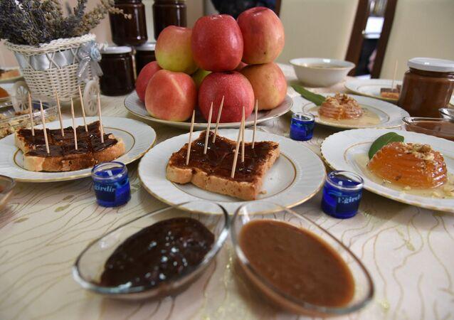 Ispartalı kadınlar, ekmeğe sürülebilen elma üretti: Şokelma