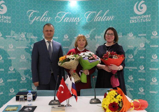 Moskova'da Halide Edip Adıvar ve Dede Korkut Hikayeleri hakkında kitaplar tanıtıldı