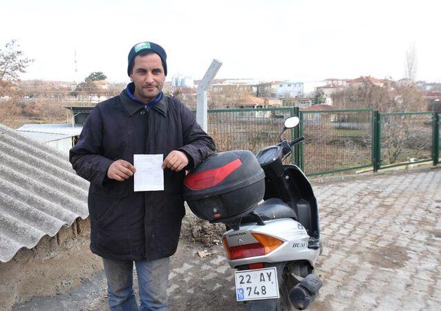 'Emniyet kemeri' cezası alan motosiklet sürücüsü  Vural Yavaş