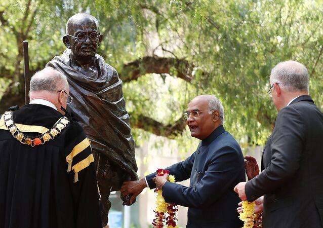 Gana - Gandhi heykeli