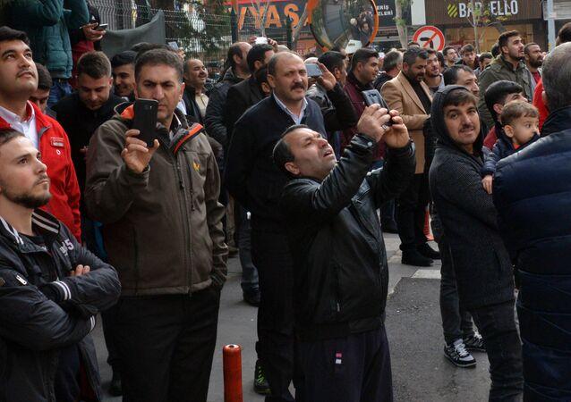 İntihar girişimi sırasında çevrede bulunan kişiler canlı yayın yaptı
