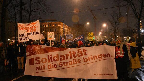Avusturya'da 50 bin kişi hükümeti protesto etti - Sputnik Türkiye