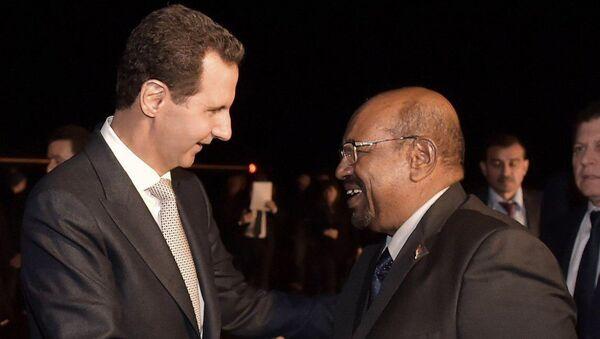 Sudan Cumhurbaşkanı Ömer el-Beşir ile Suriye Devlet Başkanı Beşar Esad - Sputnik Türkiye