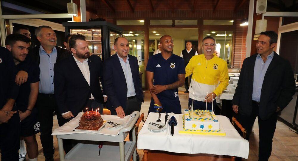 Fenerbahçe'de Yanal ve Ayew'in doğum günü kutlandı