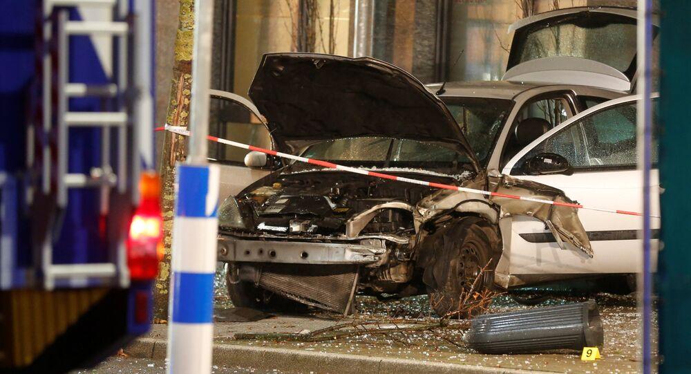 Almanya'da bir otomobil otobüs durağına daldı: 1 kişi hayatını kaybederken, 8 kişi de yaralandı