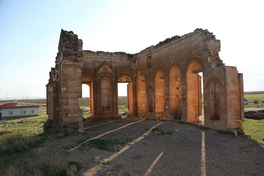 150 yıl önce Süryani Mimar Lole tarafından yapılan Güzelşeyh Kasrı