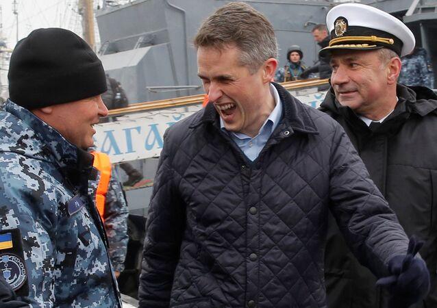 İngiltere Savunma Bakanı Gavin Williamson, Odessa'da Ukrayna Deniz Kuvvetleri askerleriyle şakalaşırken
