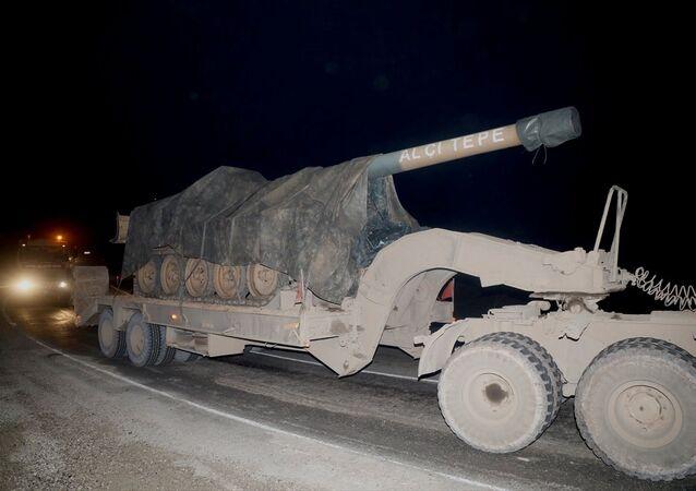 Suriye sınırındaki birliklere takviye amaçlı gönderilen askeri araçlar Kilis'e ulaştı.